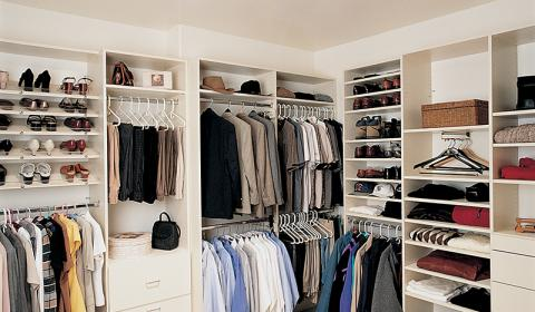 Walk-In Closet with 290DS