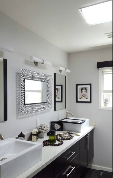 Modern Bath with Square JustFrost